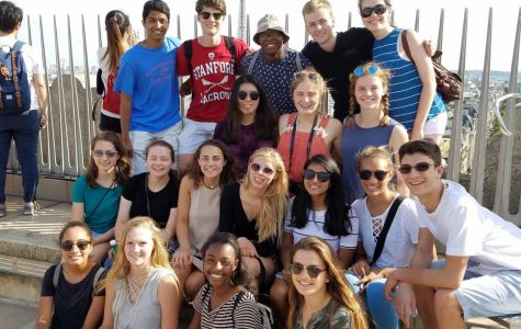 19 JBS students pose for a picture at the top of the Arc de Triomph.